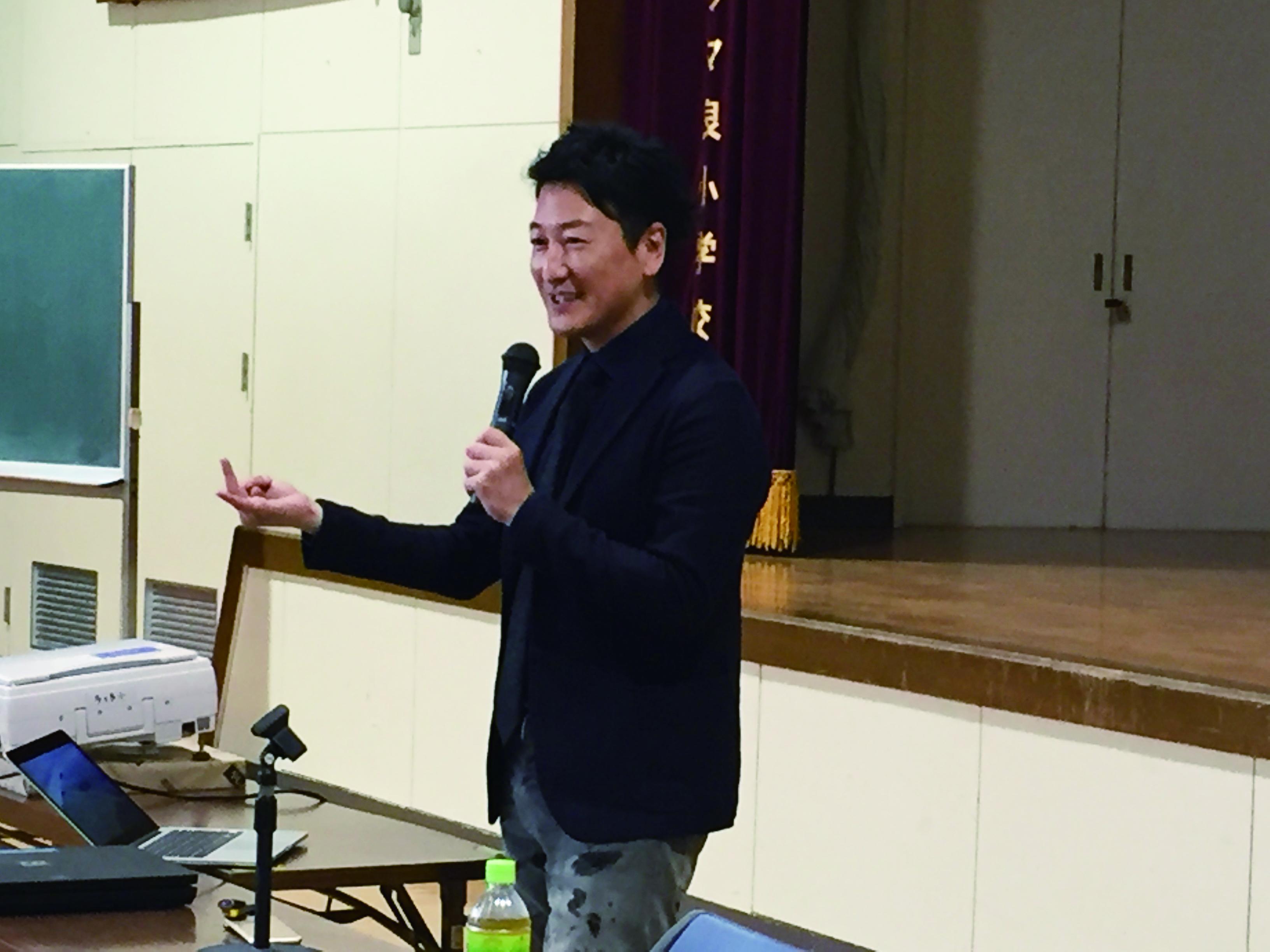 画像2: 11月2日(木)福岡県福岡市立多々良小学校にてジャーナリストの堀潤先生を迎えて実施しました。 授業は、まず『メ... lojim.jp